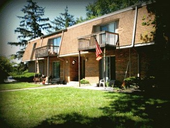 490 Hampshire Dr #4 1-2 Beds Apartment for Rent Photo Gallery 1