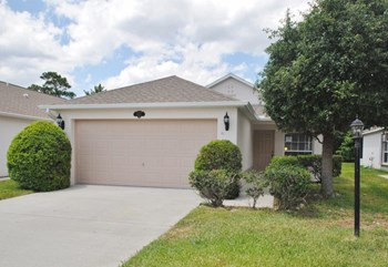 2037 Redwood Cir NE 3 Beds House for Rent Photo Gallery 1