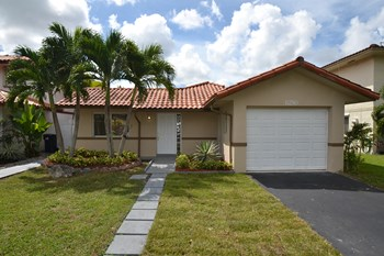 11280 SW 73rd Ter 3 Beds House for Rent Photo Gallery 1