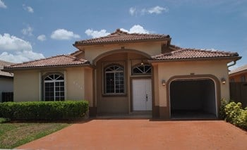 8924 NW 145th St 3 Beds House for Rent Photo Gallery 1