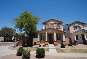 117 N 65th Lane 3 Beds House for Rent Photo Gallery 1