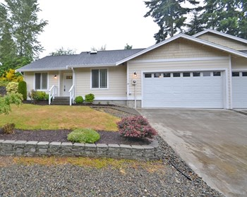 4501 66th Ave Ct W 3 Beds House for Rent Photo Gallery 1