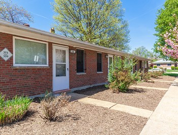 351 Des Peres Ave. 1 Bed Apartment for Rent Photo Gallery 1