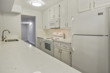 600 East Olive Ave  2-3 Beds Apartment for Rent Photo Gallery 1