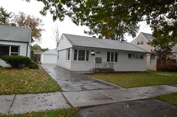 9219 S 51st Ave 3 Beds House for Rent Photo Gallery 1