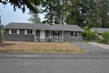 16842 123rd Ave SE 4 Beds House for Rent Photo Gallery 1