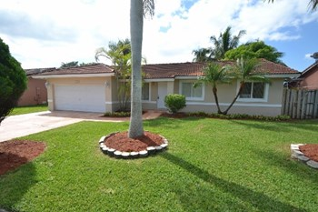 12850 Sw 207Th Terrace 3 Beds House for Rent Photo Gallery 1
