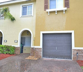 8926 Sw 222Nd Terrace 3 Beds House for Rent Photo Gallery 1