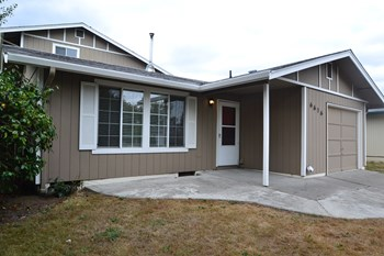 6616 E J Street 4 Beds House for Rent Photo Gallery 1