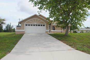 1016 SW 36th St 3 Beds House for Rent Photo Gallery 1