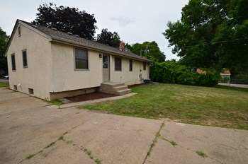 1345 9Th Ave S 3 Beds House for Rent Photo Gallery 1