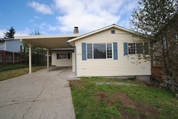 1928 SW Brandon St 4 Beds House for Rent Photo Gallery 1