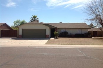 6937 W North Ln 3 Beds House for Rent Photo Gallery 1