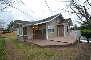 7701 8th Ave SW 3 Beds House for Rent Photo Gallery 1