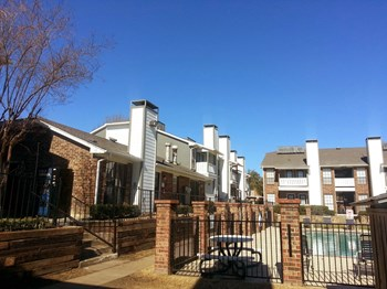 1900 Estrada Parkway 1-2 Beds Apartment for Rent Photo Gallery 1
