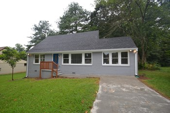3017 Horse Shoe Dr SE 3 Beds House for Rent Photo Gallery 1