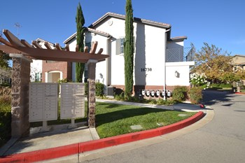 16730 Nicklaus Dr Unit 50 2 Beds House for Rent Photo Gallery 1