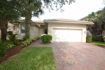 2244 NW 72nd Ter 3 Beds House for Rent Photo Gallery 1