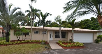 13636 NE Miami Ct 3 Beds House for Rent Photo Gallery 1