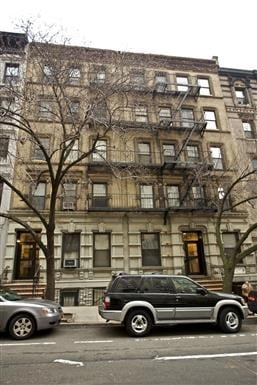 127 East 90th Street Studio Apartment for Rent Photo Gallery 1