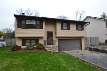 20671 W Lake Ct 3 Beds Apartment for Rent Photo Gallery 1