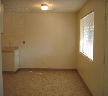 210,212,216,218 Benson 3 Beds Apartment for Rent Photo Gallery 1