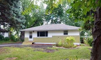 6751 1St St N 3 Beds House for Rent Photo Gallery 1