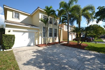 5946 SW 112th Ln 3 Beds House for Rent Photo Gallery 1