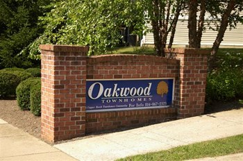 400 Oakwood Ave 3 Beds Apartment for Rent Photo Gallery 1