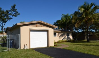 19280 SW 93rd Road 3 Beds House for Rent Photo Gallery 1