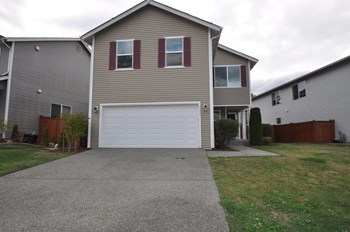7724 87th Ave Ne 3 Beds House for Rent Photo Gallery 1