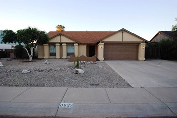 8833 W Vogel Ave 3 Beds House for Rent Photo Gallery 1