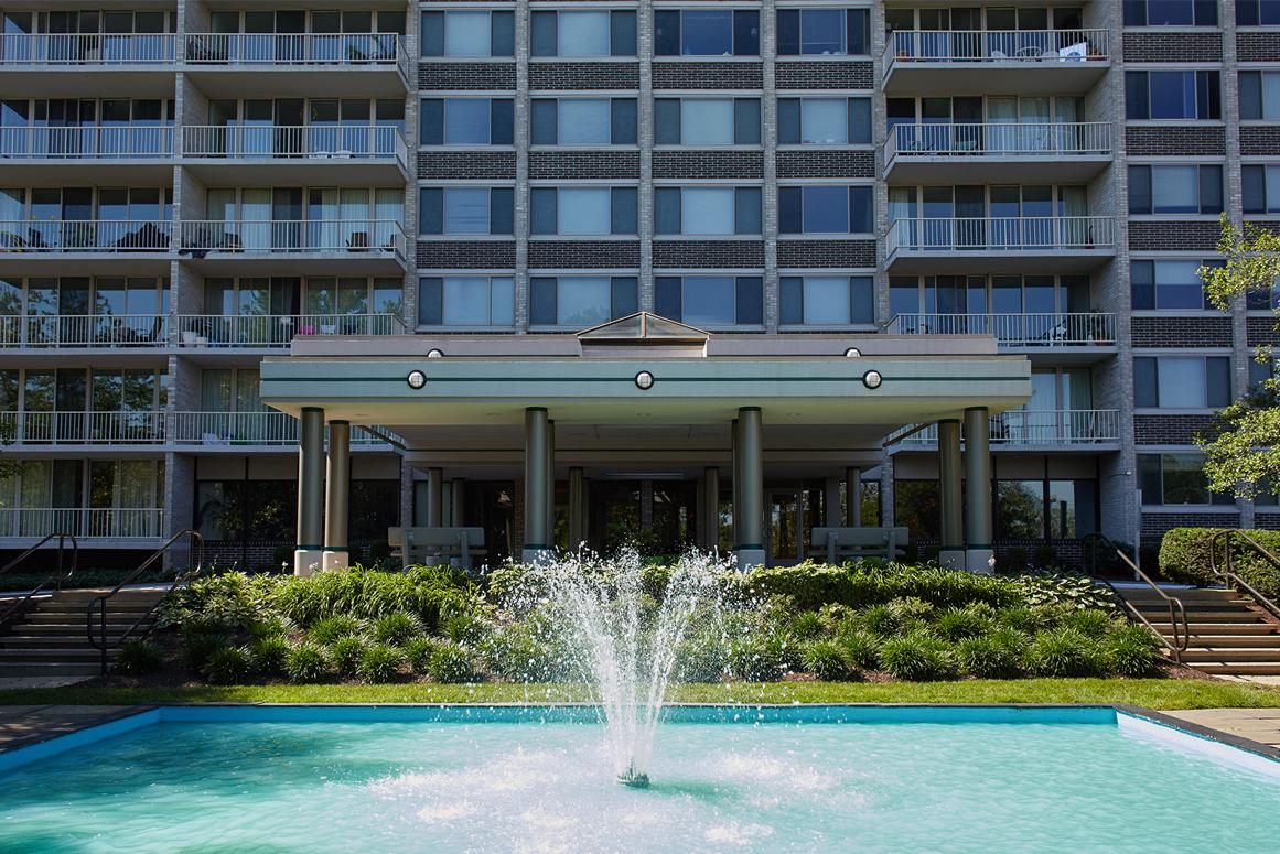 the-aspen-fountain-entrance