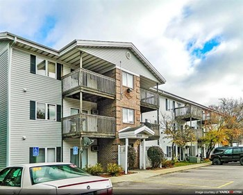Spruce Pointe (1000 Adventureland Dr) Studio-2 Beds Apartment for Rent Photo Gallery 1