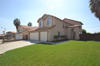 7276 Catalpa Ave 3 Beds House for Rent Photo Gallery 1