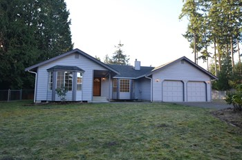 11517 208th Ave E 3 Beds House for Rent Photo Gallery 1