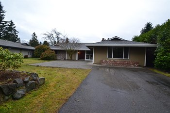 7814 78th Ave SW 5 Beds House for Rent Photo Gallery 1