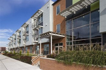 450 Erie Street 1-2 Beds Apartment for Rent Photo Gallery 1