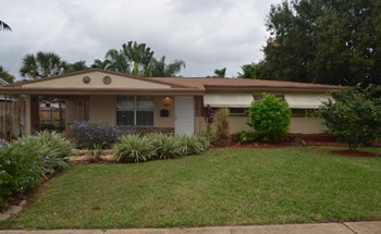 801 NW 28th St 3 Beds House for Rent Photo Gallery 1