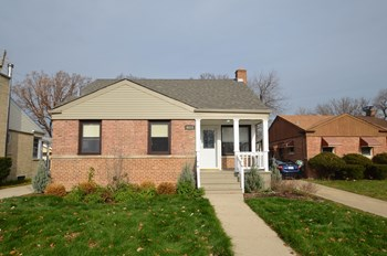 6010 W Sherwin Ave 3 Beds House for Rent Photo Gallery 1
