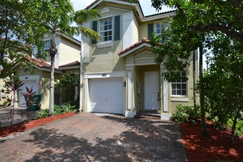 11885 SW 152nd Pl 4 Beds House for Rent Photo Gallery 1