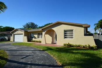 8231 SW 198th St 3 Beds House for Rent Photo Gallery 1