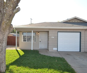3710 Elkhorn Blvd 2 Beds House for Rent Photo Gallery 1