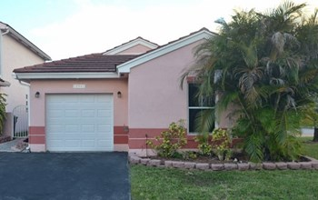 18841 NW 19th St 3 Beds House for Rent Photo Gallery 1