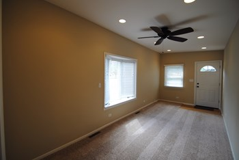 25W060 Armbrust Ave 3 Beds House for Rent Photo Gallery 1