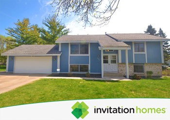 8208 N Russell Avenue 4 Beds House for Rent Photo Gallery 1