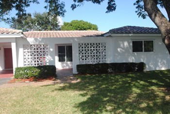 1311 NE 47th St 3 Beds House for Rent Photo Gallery 1