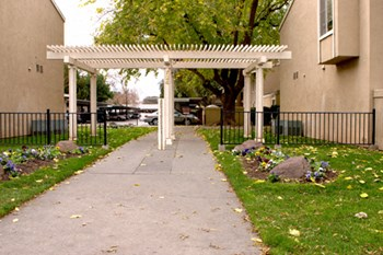 724 Cottonwood Street 1-2 Beds Apartment for Rent Photo Gallery 1