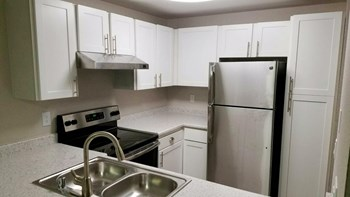2800 Queens Way 1-3 Beds Apartment for Rent Photo Gallery 1