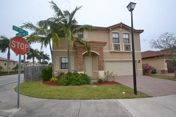 10395 Sw 225th Terrace 4 Beds House for Rent Photo Gallery 1